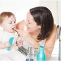 Коли варто починати чистити зуби дитині?